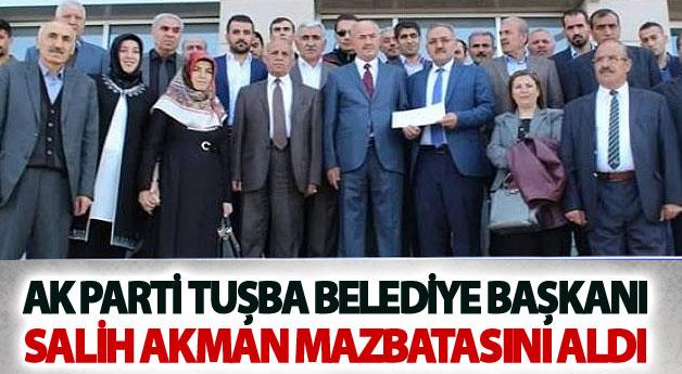 Tuşba Belediye Başkanı Salih Akman mazbatasını aldı