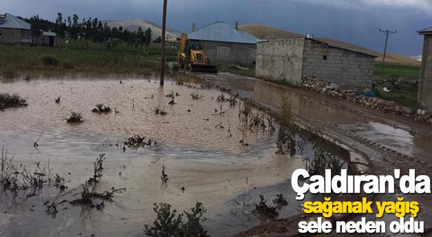 Çaldıran'da sağanak yağış sele neden oldu