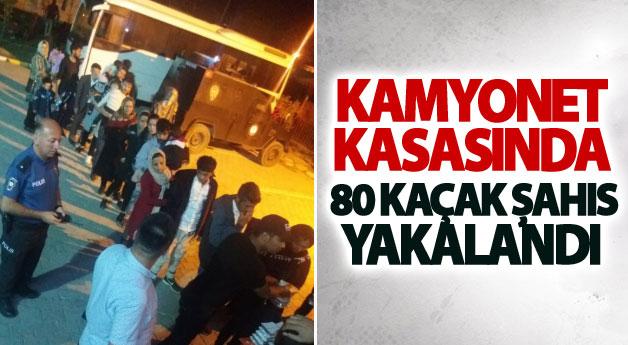 Kamyonet kasasında 80 kaçak şahıs yakalandı